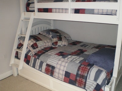 Full,twin & Pullout Trundle on bottom (Sleeps 4)