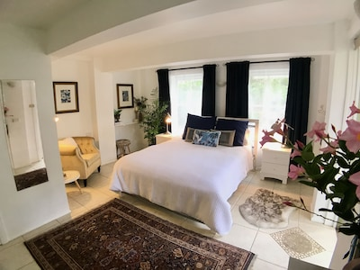 Bangalow Apartment. In town, privacy, comfort and style. From $125 per night