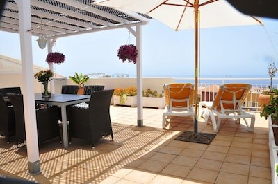 apartment with large roof terrace and panoramic sea view