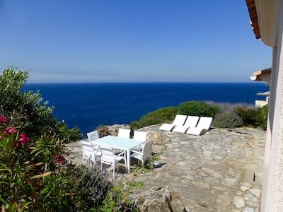 Calvi : RARE villa pied dans l'eau avec accès mer direct