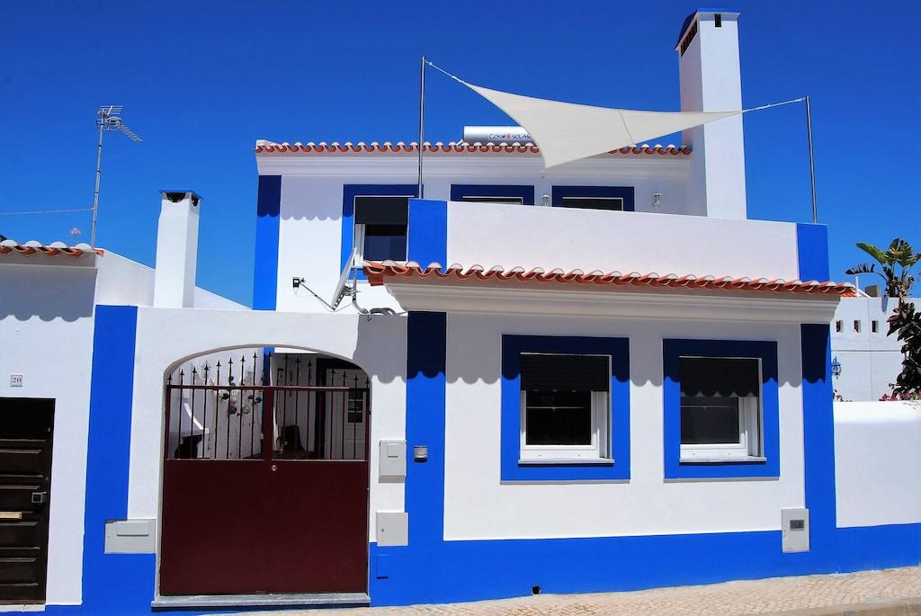 Authentic white and blue house in Porto Covo