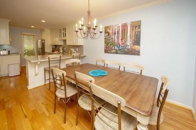 Open kitchen & dinning area