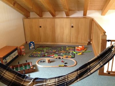 Mezzanine avec de nombreux jeux