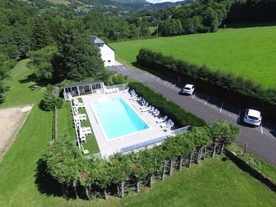 DUPLEX DANS GRANGE AUVERGNATE avec piscine