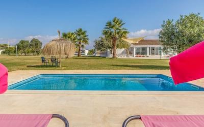 Villa Laufer 7500m flat garden, free private tennis court, pool, A / C, BBQ, Wifi