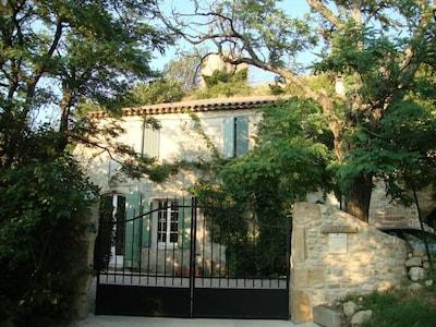 La maison vue de l'accès principal