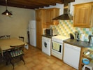 Fully equipped kitchen / dining room - space for 6