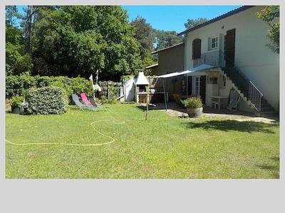 Façade de la maison, appartement en rez de chaussée donnant sur le jardin