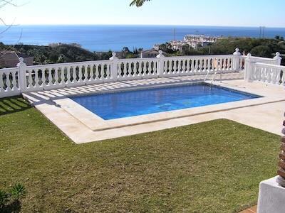 Villa Apartment,close to beach, nice private pool. ocean views. Internet/Wifi