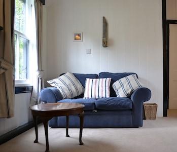 Open plan sitting/bedroom