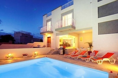 Villa Sunnyside with private pool near beach and waterpark