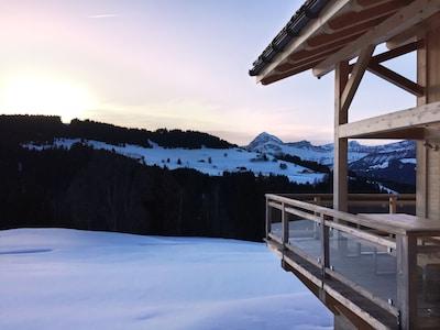 Vue du chalet sur le Mont Charvin, terrasse couverte