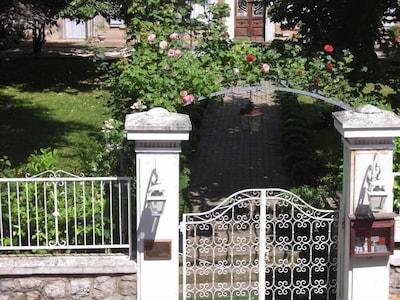 l entrée dans le jardin