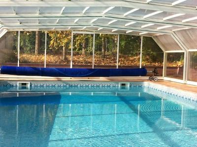 grande piscine bien exposée . Accessible par tous les temps