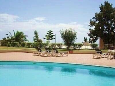 Relaxe à beira da piscina 15 metros