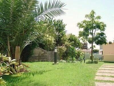 Exuberantes jardins tropicais dos apartamentos