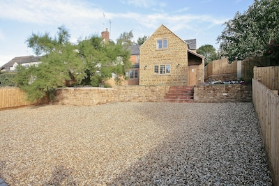 Beautifully presented cottage