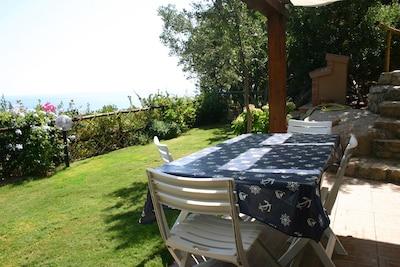 Casa con giardino vista panoramica sul mare