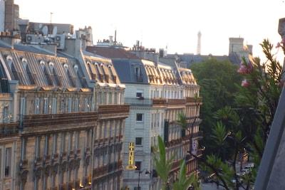 Vue du BALCON vers l'ouest (le haut de la tour Eiffel)
