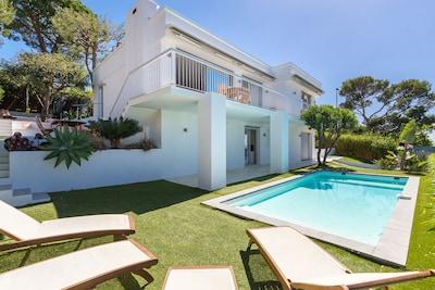 Luxuriöse moderne Villa mit privatem Pool und 180-Grad-Panorama-Meerblick