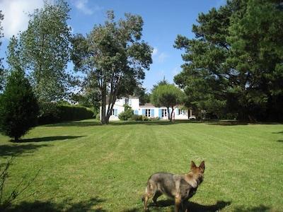 Louna et la Bandera, avec vaste parc, idéal pour les enfants.