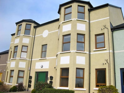 Superb new apartment fully equipped in a quiet location in Newcastle Co Down