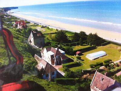 la maison, la plage et la piscine ...en parapente