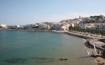 Vieste, Marina Piccola, les palmiers et les vues de plage du naufrage du balcon