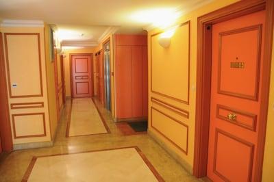 Le couloir de l'immeuble