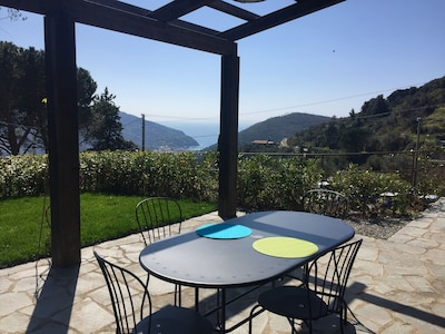 Romantic nest seaview. Tipical stone house with garden close to Cinque terre