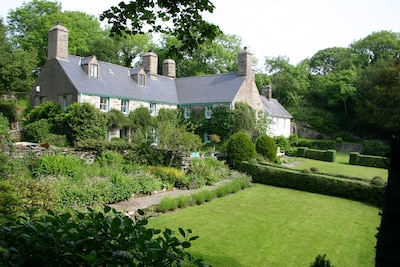 Welcome to our wonderful 14th Century Manor House