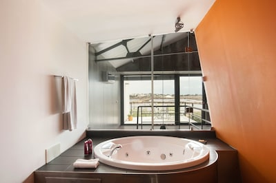 Jacuzzi bath with stunning views