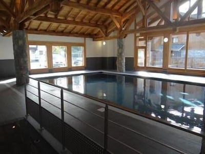 piscine couverte et chauffée toute l'année à 28°