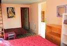 Grande chambre avec 1 lit en 180 x 200 et 1 lit de 90 x 190