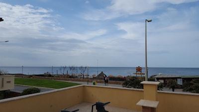 Casa indipendente fronte mare