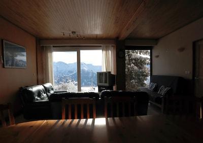 exposition plein sud, vue sur les montagnes, telesiege à 100m