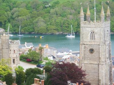 Magical Cornish Cottage & Garden. Stunning Views of River Fowey & Church