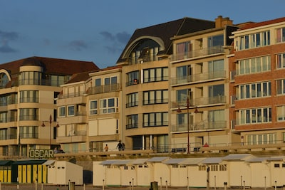 Résidence vue de la plage (2ème à droite)