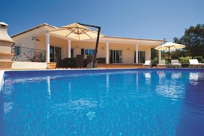 Villa con piscina privata in posizione tranquilla rurale ma a 15 minuti da Albufeira