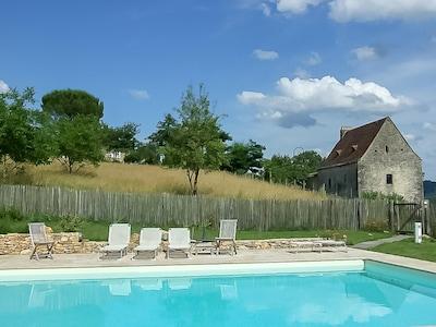 La maison vue de la piscine privée 12x6 The house and its 12x6 private pool