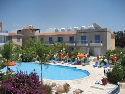 Child-friendly swimming pool