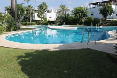 San Pedro, Marbella, Playa Guadavillas. Casa de 5 habitaciones y 5 baños