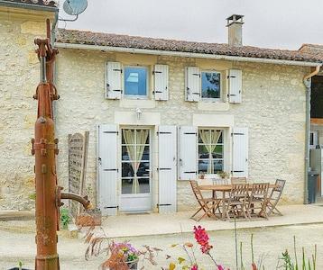 Nieul-lès-Saintes, Charente-Maritime (département), France
