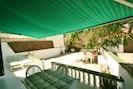 Terrasse et jardin de la maison. Privé.