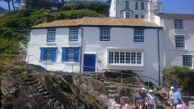 Stunning house by the sea, spectacular far reaching sea views in Polperro