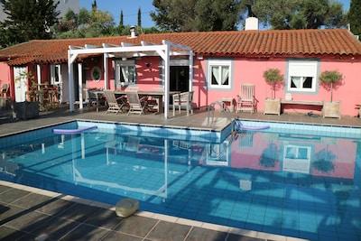 façade principale, piscine et terrasse avec pergola