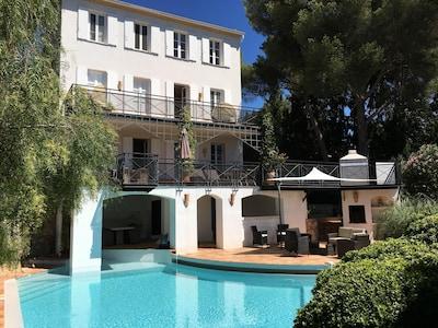 Facade sud, piscine, balcons, jardin luxuriant