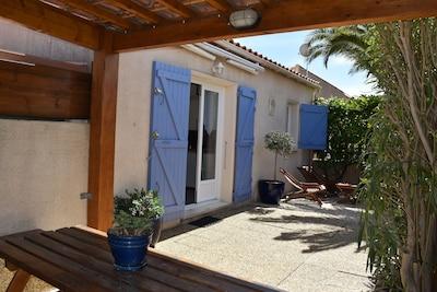 Les Collines du Port-Maison au calme, jardin, climatisé et parking privatif.☀️