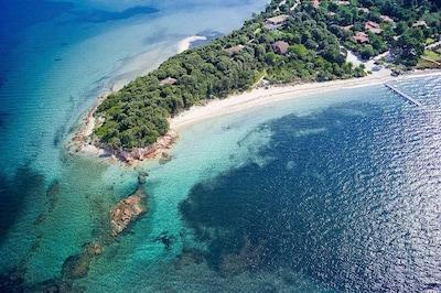 Pointe de la Presqu'île et portion de la plage du Benedettu