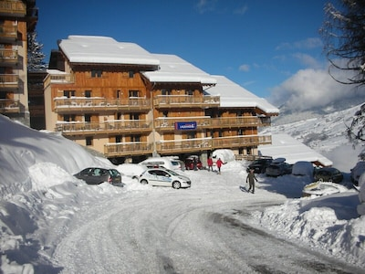 Fantastic new apartment sleeping 9 people with stunning views of Mont